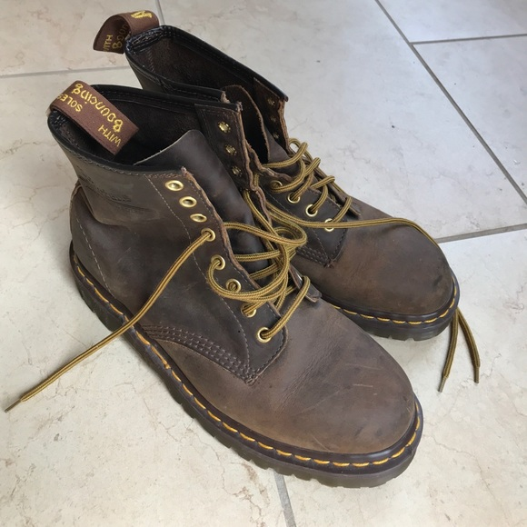 e7b3ad5be96 Dr. Martens Shoes - Dr. Martens 8-eye 1460 classic leather boots